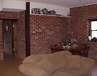 Кирпичная стена в дизайне