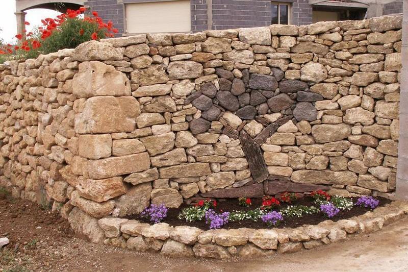 Камни в дизайне частного дома